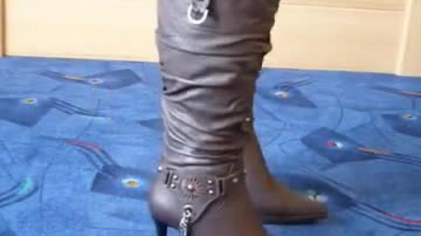 Jana trample on and destroy with her black patent high heel