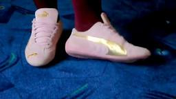 Jana shows her Puma Speed Cat suede pink gold