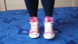 Jana shows her Converse All Star Chucks hi red red label