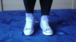 Jana shows her Converse All Star Chucks hi light lilac