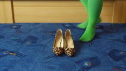 Jana shows her spike high heel Pumps Graceland leopard brown