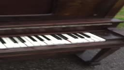 found a piano on the streets