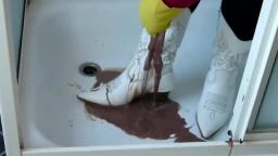 Jana fill & messy her white heel cowgirl boots in shower