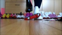 Jana make a model cars crush session with different pairs of shoes floor cam trailer