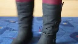 Jana shows her winter boots Jumex black with buckle belt and bag