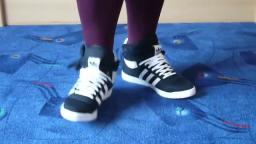 Jana shows her Adidas Top Ten Hi bow banda black, white, bliss