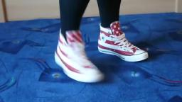 Jana shows her Converse All Star Chucks hi stars and stripes white red