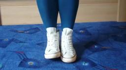 Jana shows her Converse All Star Chucks hi used look white with rear zipper