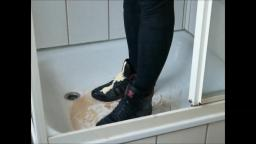 Jana fills, messes up and washes her Adidas Top Ten high black metallic in the shower yt trailer