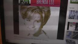 BRENDA LEE-ROCKING AROUND THE CHRISTMAS TREE