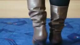 Jana shows her heel boots brown leather