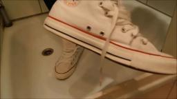 Jana crushes eggs with her Converse Chucks white and messy them trailer