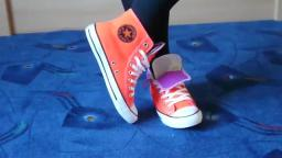 Jana shows her Converse All Star Chucks hi double upper orange purple grey
