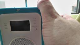 00084 Using currys Blue FM DAB Digital Radio and Stations