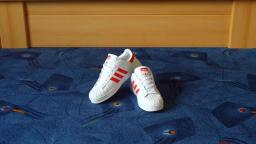Jana shows her Adidas Superstar white red fake