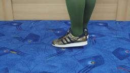 805831f5fb29ba Jana shows her Adidas Superstar gold with black stripes and metall toe