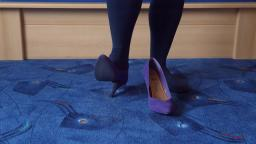 Jana shows her High Heel Pumps Atmosphare purple