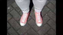 Jana drives the car with her Converse All Star Chucks high pink and skinny grey jeans trailer