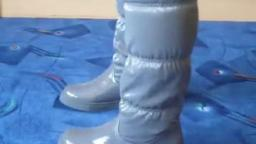 Jana shows her winter boots Jumex moon boots shiny grey