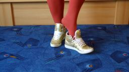 Jana shows her Adidas Top Ten hi inner heel gold and white
