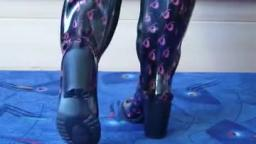 Jana shows her high heel Rubber boots Daniela Katzenberger shiny black with pink logos