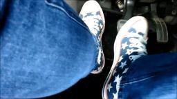Jana drives the car with her Converse All Star Chucks high blue with stars trailer