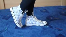 Jana shows her Converse All Star Chucks hi light grey-blue with white stars