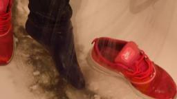 Jana goes to mudd flat with her nike thea pink and wash them in bath