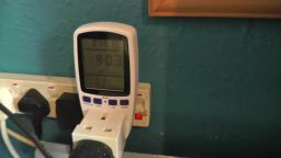 Test Plug Electricity Power Consumption Kill a Watt Meter on 50 inch TV it uses more watts than a 42