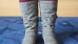Jana shows her winter boots Jumex grey with buckle belt and bag
