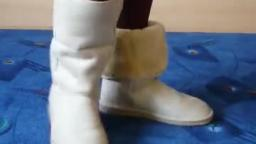 Jana shows her winter boots UGG-s beige
