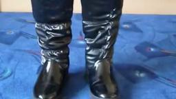 Jana shows her winter boots Jumex moon boots shiny black