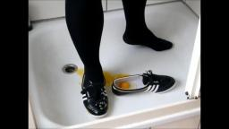 Jana fills her Adidas Concord Round shiny black white gold with eggs and clean them trailer