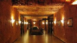 Coober Pedy- The Australian Town That Is So Hot, 80 Percent Live Underground!