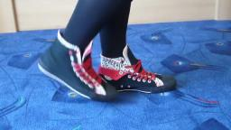 Jana shows her Converse All Star Chucks hi double upper black red label