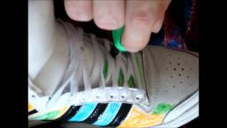 Jana´s friend paints her Adidas Top Ten high white patent in bed on her feet yt trailer