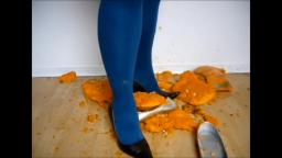Jana crushes a pumpkin with her brown stiletto pumps and silver ballerinas trailer