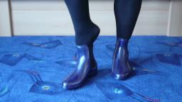 Jana shows her shiny rubber booties chelsea blue with glitter