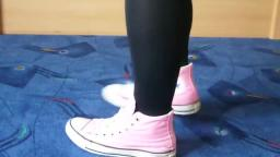 Jana shows her Converse All Star Chucks hi light pink