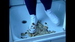 Jana crushes a cake with her white Converse Chucks, messy and fills them with it and wash it afterwa