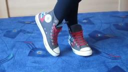 Jana shows her Converse All Star Chucks hi dark grey with converse graffiti