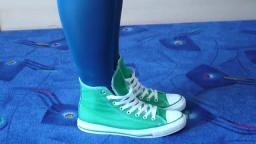 Jana shows her Converse All Star Chucks hi green used new model